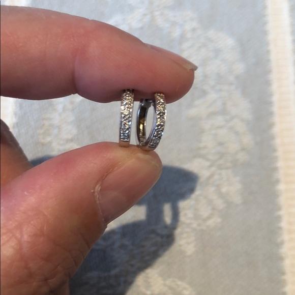 Kendra Scott Jewelry - Mini pave huggie hoop earrings